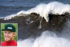 Британский серфер покорил 24х метровую волну в Португалии (wave_1906390a.jpg)
